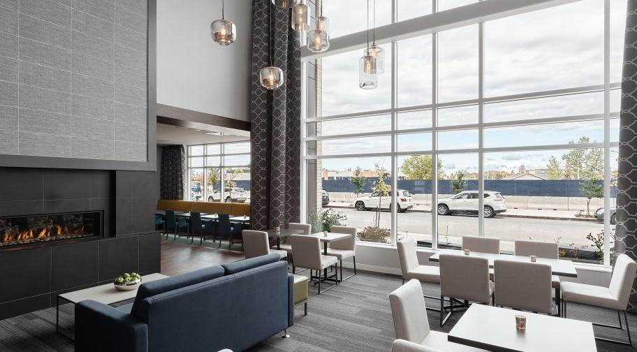 Hampton Inn & Suites by Hilton - Hall
